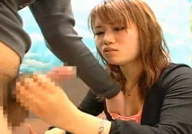 CFNM素人娘の手コキフェラ!困り顔の女子大生がいやらしい舌ワザ使ってフェラしちゃう♡