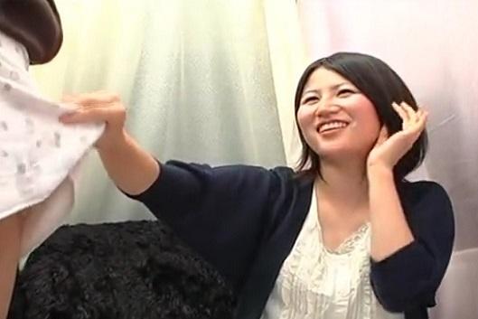 顔出し素人娘の赤面手コキぶっ飛びザーメン発射!!240分拡大SP