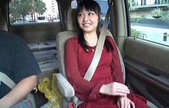 車の中でセンズリ見てもらったら、外から誰かに見つかりそうなスリルに興奮しちゃった素人娘たち 4
